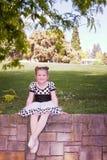 Ballerina op bakstenen muur Stock Foto's