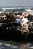 Ballerina op rotsen Stock Afbeeldingen