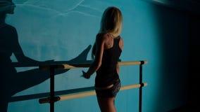Ballerina opleiding stock footage