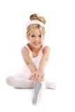 Ballerina poco allungamento dei bambini di balletto Immagine Stock