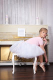 Ballerina in pointe shoes Stock Photography