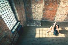 Ballerina som inomhus dansar, tappning Sund livsstilbalett arkivbilder
