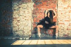 Ballerina som inomhus dansar, tappning Sund livsstilbalett fotografering för bildbyråer