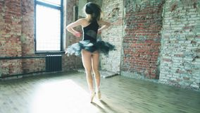 Ballerina som inomhus dansar, tappning Sund livsstilbalett lager videofilmer