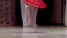 Ballerina in tutu rosso stock footage