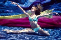ballerina under vatten Royaltyfri Foto