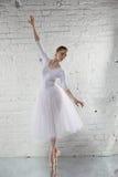 ballerina in wit Stock Afbeelding