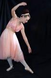 ballerinaen poserade standing Fotografering för Bildbyråer