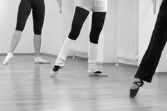 ballerinas bare att peka plattform tre Royaltyfria Foton