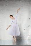 ballerine dans le blanc Image stock