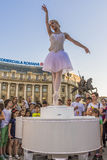 Ballerine exécutant sur la rue Images stock