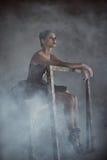 Ballerine s'asseyant dans la fumée Image libre de droits