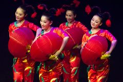 Ballerini cinesi. Troupe di arte di Zhuhai Han Sheng.   Fotografie Stock Libere da Diritti