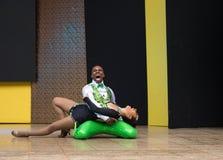 Ballerini della salsa nel festival di Internacional di salsa in Cali, coppia verde della Colombia fotografia stock libera da diritti
