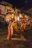 Ballerini femminili al festival di Esala Perahera a Kandy Immagini Stock