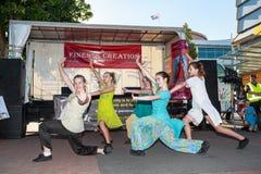 Ballerini femminili che eseguono in Diwali, un festival indiano Fotografie Stock Libere da Diritti