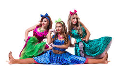 Ballerini femminili della discoteca che mostrano alcuni movimenti Immagini Stock Libere da Diritti
