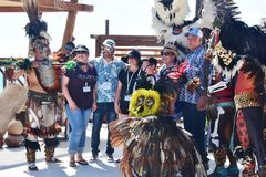 Ballerini indiani maya con i turisti Immagini Stock Libere da Diritti