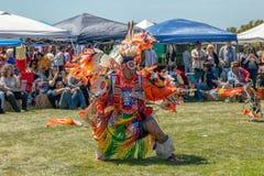 Ballerini maschii del nativo americano al Prigioniero di guerra-wow in Malibu, California fotografia stock libera da diritti