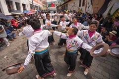 Ballerini maschii nell'usura tradizionale che balla all'aperto Fotografia Stock