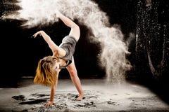Ballerino contemporay della polvere fotografia stock libera da diritti