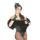 Ballerino del burlesque con il vestito verde Fotografie Stock Libere da Diritti