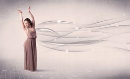 Ballerino di balletto che esegue danza moderna con le linee astratte Fotografia Stock Libera da Diritti