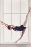 Ballerino di balletto classico nella spaccatura immagine stock libera da diritti