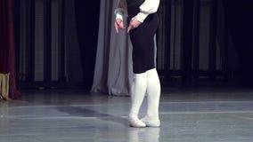 Ballerino di balletto in scena video d archivio