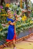 Ballerino di nordest tailandese di Phutai con il costume tradizionale Fotografie Stock