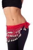 Ballerino di pancia che indossa i vestiti rossi della fascia e di allenamento della moneta Fotografie Stock