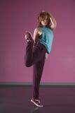 Ballerino grazioso della rottura che allunga la sua gamba Immagine Stock Libera da Diritti