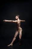 Ballerino maschio grazioso che agisce nello studio nero Fotografia Stock Libera da Diritti