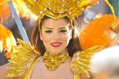 Ballerino nella parata di festival del limone fotografia stock