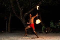 Ballerino polinesiano del fuoco Fotografie Stock Libere da Diritti