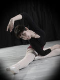 Ballerino teenager nello studio Fotografia Stock