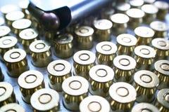 45 balles automatiques avec l'agrafe sur la fin de dessus vers le haut de haute qualité Image stock