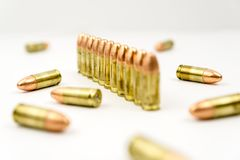 Balles dans une ligne avec les balles aléatoires Images libres de droits