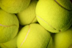Balles de tennis jaunes photo libre de droits