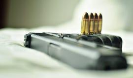Balles 9 millimètres Avec une arme à feu Photos stock