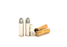 Balles pour pistolet de 38 revolvers sur le fond blanc Image stock