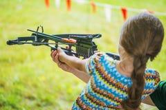 Ballesta del tiroteo de la niña Fotografía de archivo