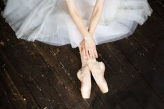 Free Ballet Dancer After Perfomance Royalty Free Stock Photo - 185402775