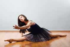 Ballet dancer performing split on the floor Royalty Free Stock Images