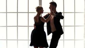 Ballet de baile hermoso del hombre y de la mujer almacen de metraje de vídeo