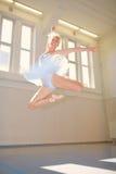Ballet de la mujer joven Fotografía de archivo libre de regalías