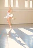 Ballet de la mujer joven Foto de archivo libre de regalías