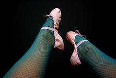 Ballet del Fishnet en color de rosa y trullo Fotos de archivo