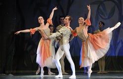 Ballet del lago swan realizado por el ballet real ruso Imagen de archivo