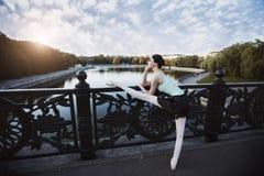 Ballet en la ciudad vieja Foto de archivo libre de regalías